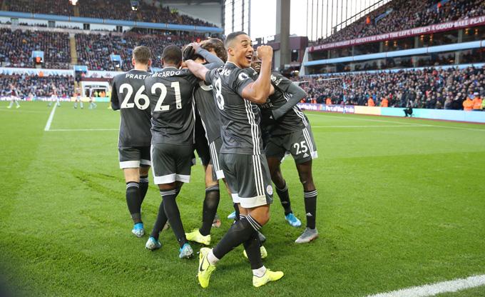 Leicester có chiến thắng thứ 8 liên tiếp tại Ngoại hạng Anh