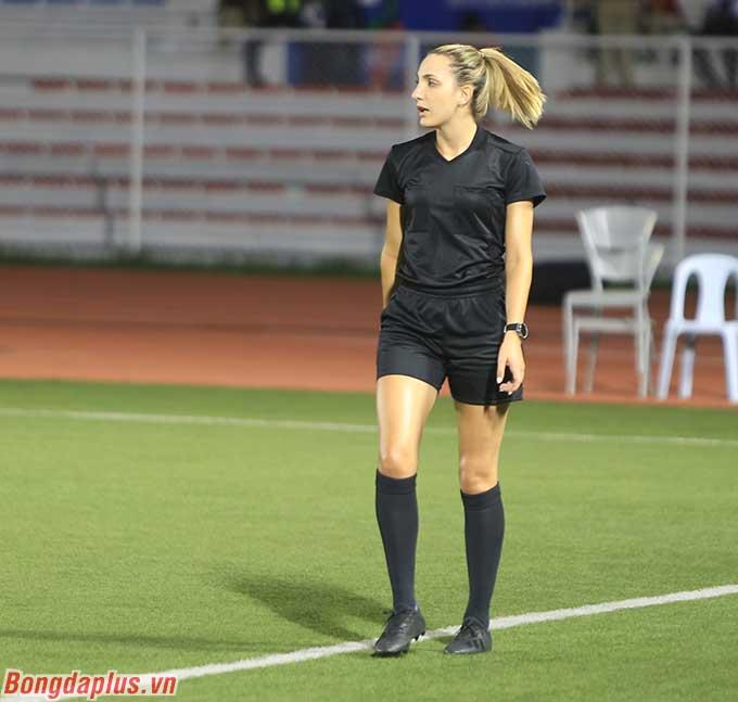 Nữ trợ lý 26 tuổi đã hành nghề ở nhiều giải thuộc cấp độ AFC và thậm chí là FIFA.