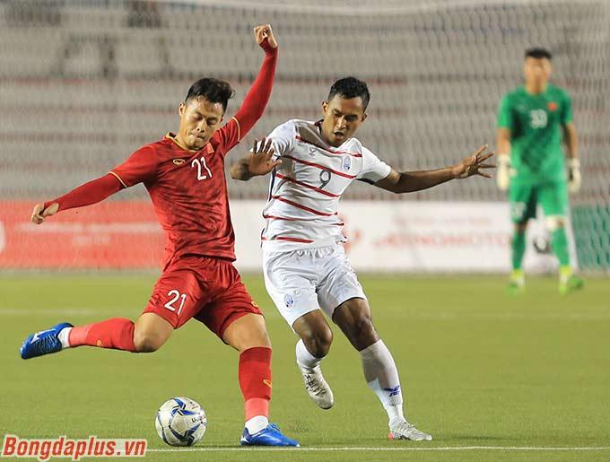HLV Park Hang Seo có một số sự điều chỉnh trong đội hình thi đấu. Cụ thể Đức Chiến được kéo lên đá tiền vệ trung tâm.