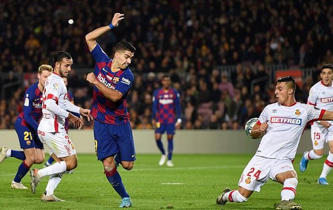 Suarez đánh gót ghi bàn đẹp mắt