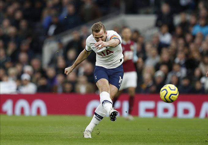 Kane thi đấu nổi bật với cú đúp bàn thắng