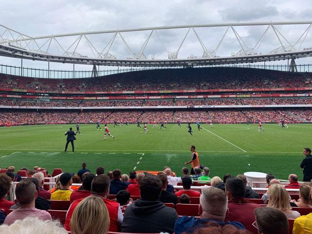 Sân Emirates đã lâu không còn được lấp đầy