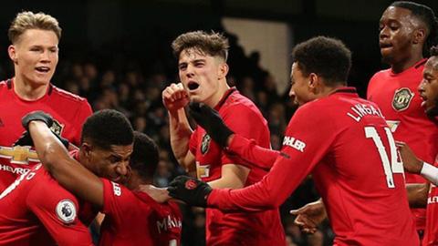 Liverpool dẫn đầu Ngoại hạng Anh, còn M.U là số 1 ở nhóm Big Six