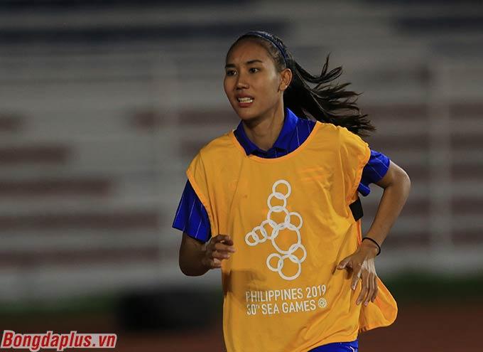 Taneekarn Dangda vốn được xếp ở vị trí dự bị trong trận chung kết nữ giữa Việt Nam và Thái Lan tối qua (9/12). Tuy nhiên chứng kiến Việt Nam gây sức ép lớn, HLV Thái Lan đã lập tức đưa cô vào sân ngay trong hiệp 1.