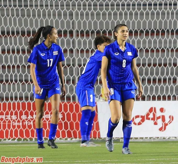 Không những chẳng ghi được bàn thắng, Taneekarn (số 17) còn vô tình khiến Thái Lan thua Việt Nam.