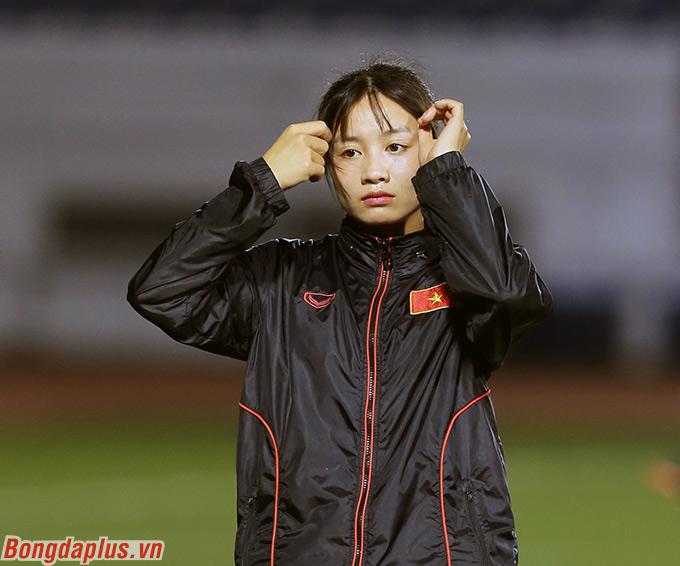 Tuy chỉ là cầu thủ dự bị của đội tuyển nữ Việt Nam ở SEA Games 2019 nhưng Hoàng Thị Loan lại gây sự chú ý với đôi mắt biết cười cùng vẻ ngoài dễ thương - Ảnh: Đức Cường