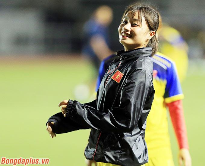 Cô trở thành tâm điểm khi được vào sân từ băng ghế dự bị trong hiệp 2 trận bán kết giữa Việt Nam và Philppines trên sân Binan. Kể từ khi đó, Hoàng Thị Loan trở thành hot-girl của đội tuyển nữ - Ảnh: Đức Cường