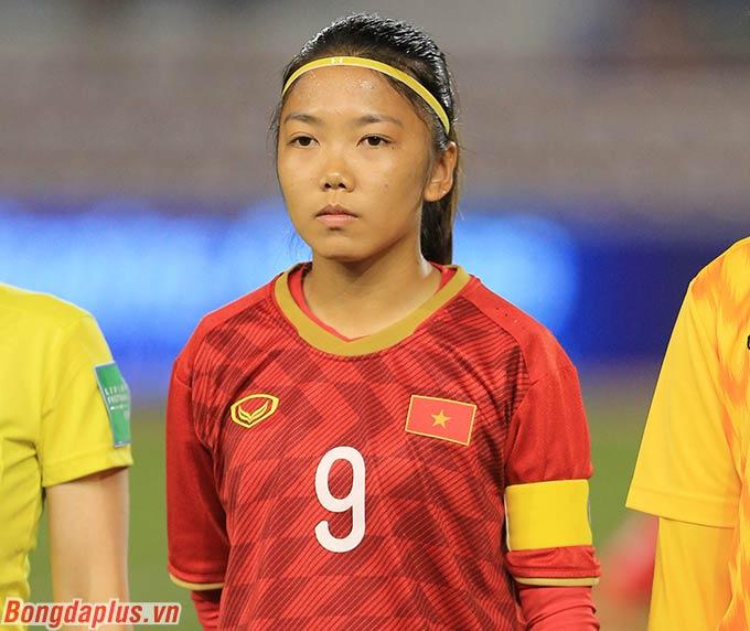 Ở trận chung kết với đội tuyển nữ Thái Lan tại SEA Games, Huỳnh Như là đội trưởng của đội tuyển nữ Việt Nam.