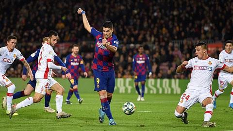 Cộng đồng mạng phát sốt bởi bàn thắng thế kỷ của Suarez