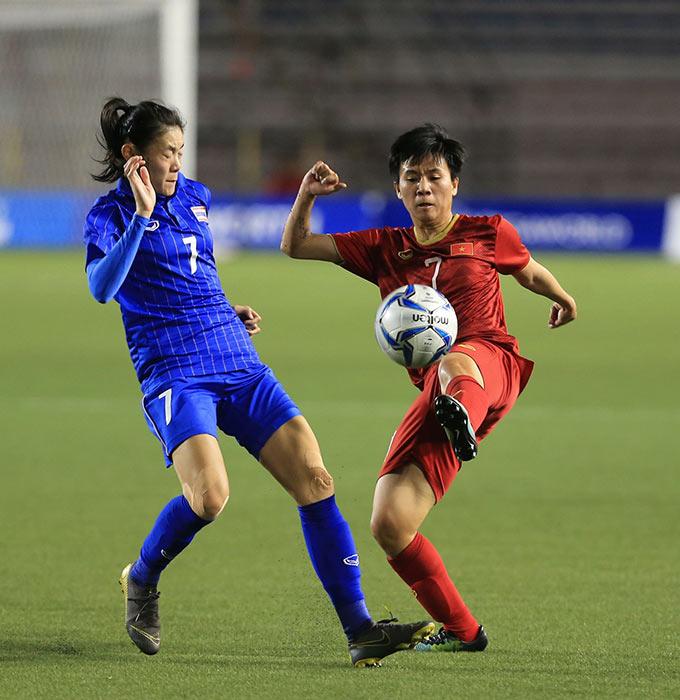 Trước đó, ở trận mở màn tại vòng bảng, Tuyết Dung cùng các đồng đội đã bị Thái Lan cầm hoà với tỷ số 1-1. Lần này, khi gặp lại đội bóng xứ sở chùa Vàng rất muốn đòi lại món nợ mà nữ Việt Nam giành chiến thắng trong trận chung kết Đông Nam Á ngay trên sân nhà cách đây chưa lâu