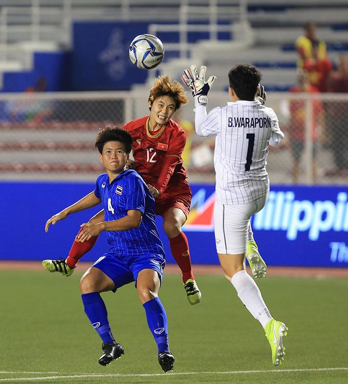 Và những nỗ lực của Việt Nam cuối cùng cũng được đền đáp. Tiền đạo Hải Yến vừa vào sân thay người có pha đánh đầu đẹp mắt ghi bàn thắng quyết định mang về chiến thắng 1-0 cho nữ Việt Nam ở ngay phút 2 của hiệp phụ đầu tiên