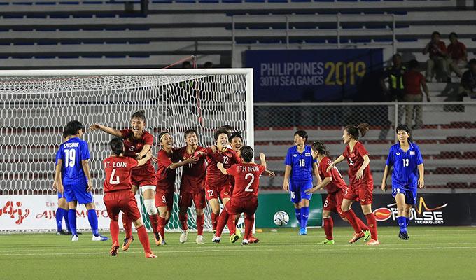 Các học trò HLV Mai Đức Chung như vỡ oà cảm xúc khi thêm lần nữa khiến người Thái phải ôm hận trong một trận chung kết