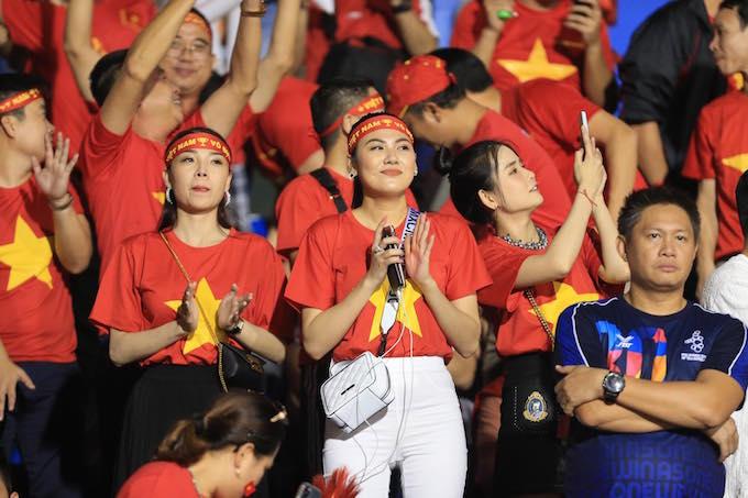 Rất đông CĐV Việt Nam sang Philippines cổ vũ cho U22 Việt Nam