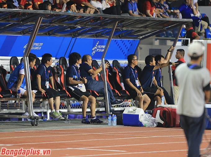 Trong khi đó U22 Việt Nam liên tục ghi 3 bàn vào lưới đối thủ và đang hướng đến tấm huy chương vàng SEA Games lịch sử.