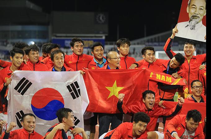 HLV Park Hang Seo hoàn thành sứ mệnh lịch sử khi giúp U22 Việt Nam giành HCV SEA Games - Ảnh: Đức Cường