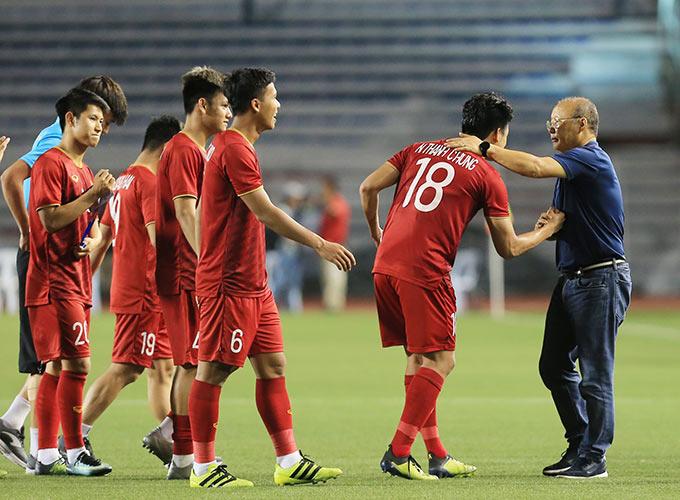 HLV Park Hang Seo được kỳ vọng sẽ tìm ra người thay thế Quang Hải toả sáng ở trận chung kết SEA Games 30 - Ảnh: Đức Cường