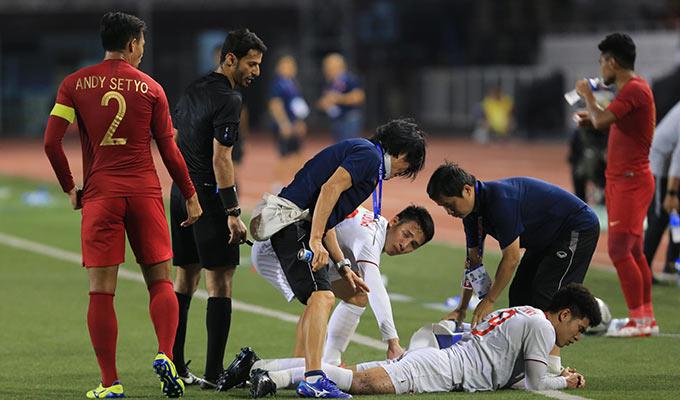 Tình huống diễn ra ở cuối hiệp 2. Sau pha phạm lỗi của hậu vệ Indonesia, Đức Chinh nằm sân và cần đến sự chăm sóc của các bác sỹ