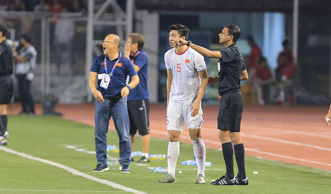 Tuy nhiên, theo luật bóng phải lăn ra biên, các cầu thủ chấn thương mới được trở lại thi đấu bình thường