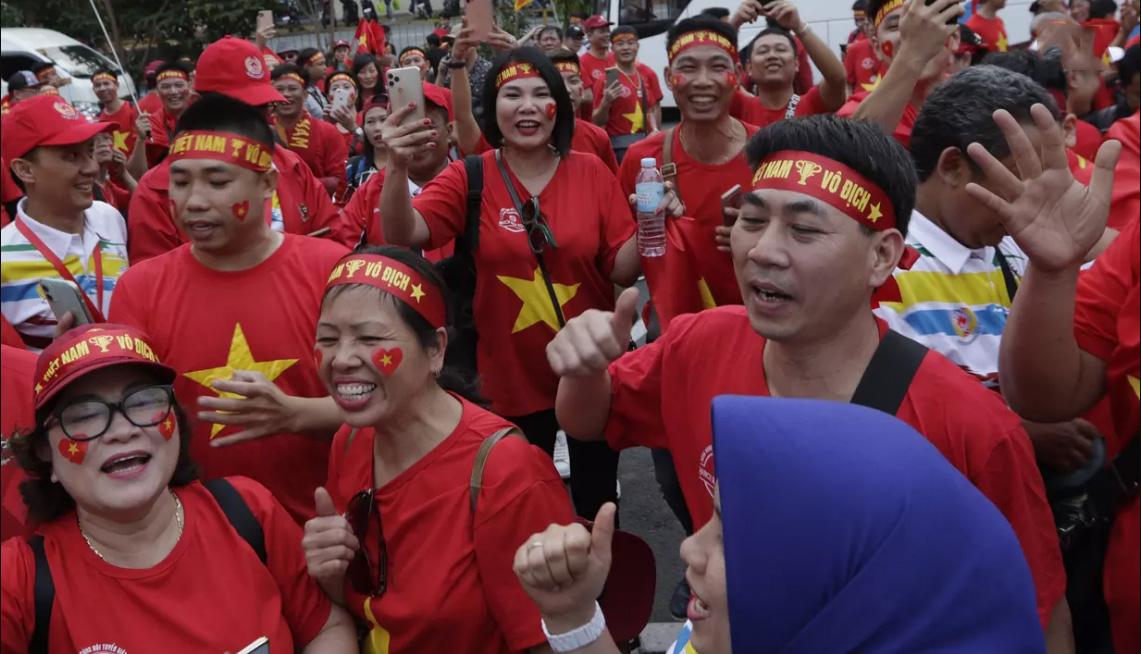 Lượng CĐV của Việt Nam có vẻ đông hơn hẳn so với bên phía Indonesia