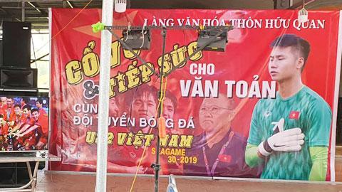 Ngôi làng của Văn Toản tưng bừng cổ vũ cho anh và các đồng đội