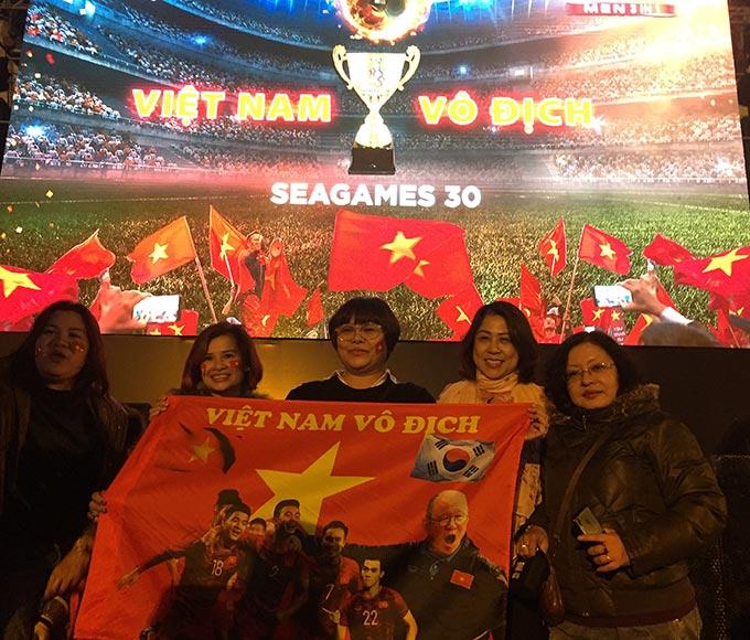 Chiến thắng 3-0 trước U22 Indonesia trở thành minh chứng thuyết phục nhất cho vị thế số 1 khu vực của bóng đá Việt Nam nên NHM càng phấn kích với thành tích mà thầy trò HLV Park Hang Seo giành được