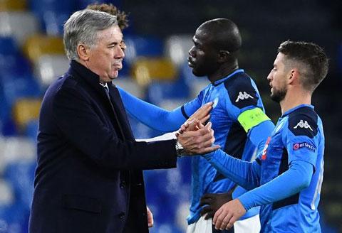 Ancelotti bị sa thải chỉ 3 giờ sau khi giúp Napoli đi tiếp ở Champions League