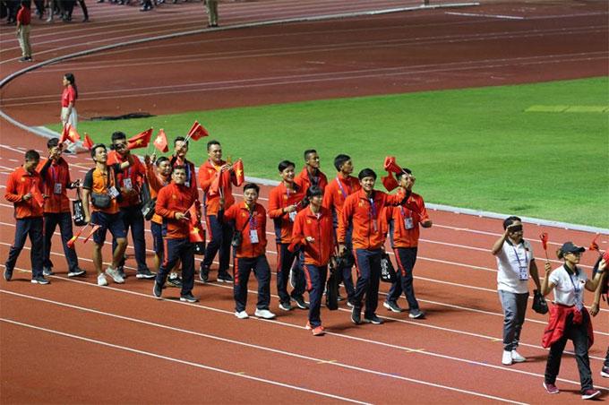 Các VĐV Việt Nam có mặt trong buổi lễ bế mạc - Ảnh: Hoàng Giang