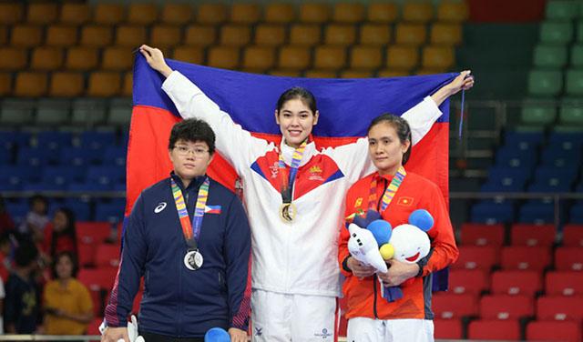 Ở môn Taekwondo hạng trên 73kg của nữ tại SEA Games 2019, VĐV xinh đẹp Sorn Seavmey của Campuchia đã đánh bại VĐV chủ nhà Philippines để giành tấm HCV