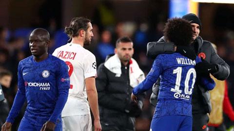 Willian in dấu giày vào cả 2 bàn thắng của Chelsea