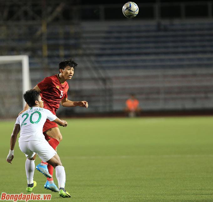 Sở hữu chiều cao trên 1m85 cùng khả năng bật nhảy ngày càng nổi bật, Văn Hậu luôn thắng thế trong những tình huống không chiến ở SEA Games 2019.