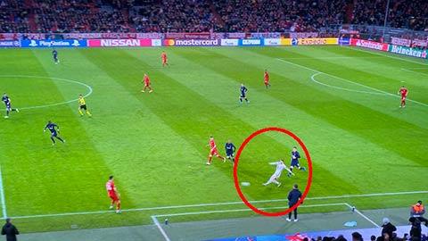 Neuer bỏ gôn đá như hậu vệ trái ở Bayern