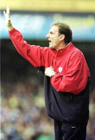 Phil Thompson nhanh nhạy đã giúp Liverpool  tăng tốc