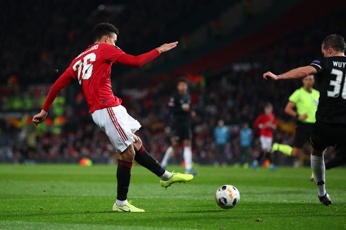 Greenwood tỏa sáng với một cú đúp bàn thắng