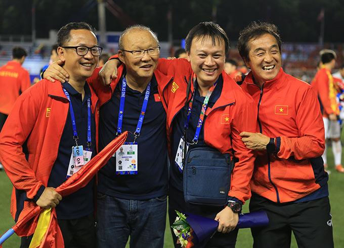 Ông Park đã có một đội ngũ trợ lý tuyệt vời - Ảnh: Đức Cường