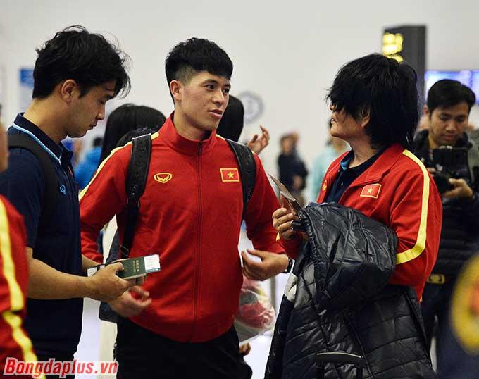 Trong đợt tập trung lần này, trung vệ Trần Đình Trọng có mặt. Trước đó, anh đã phải lỡ hẹn với SEA Games 2019 vì chưa hồi phục chấn thương đứt dây chằng.