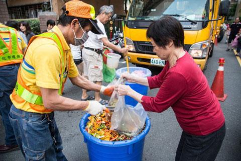 Đài Loan phân loại rác tại nguồn rất hiệu quả.
