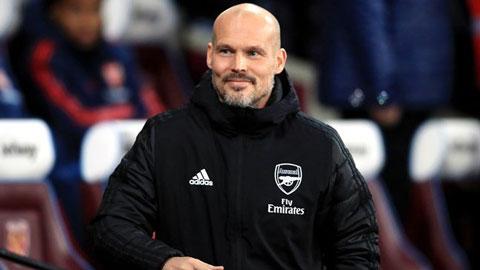 Ljungberg không được phép mang theo bộ sậu lên đội 1 Arsenal