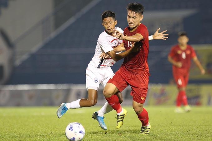 U20 Việt Nam (đỏ) thắng đậm U20 Campuchia - Ảnh: Anh Khoa