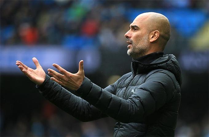 HLV Guardiola đang đau đầu với vấn đề hàng thủ