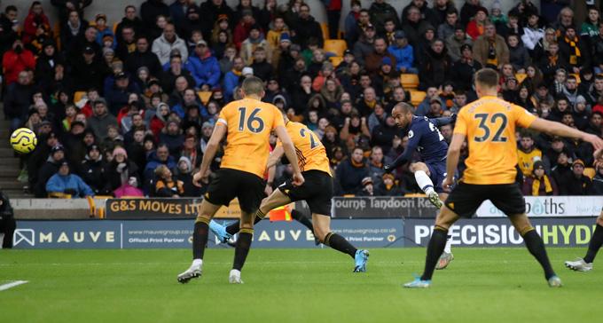 Moura mở tỷ số cho Tottenham ở phút thứ 8