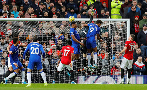 Tình huống dẫn tới bàn thua của M.U mà Solskjaer cho rằng De Gea đã bị phạm lỗi