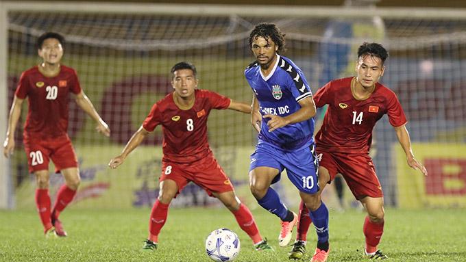 U20 Việt Nam quá non so với B.BD. Ảnh: Anh Khoa