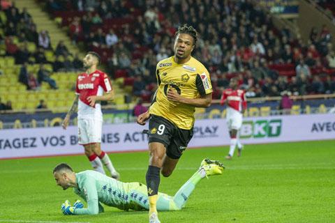 Remy tỏa sáng với cú đúp bàn thắng, giúp Lille giành vé vào vòng tứ kết