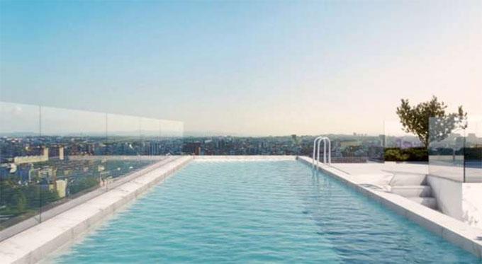 Bể bơi ngoài trời rất hợp với sở thích của CR7