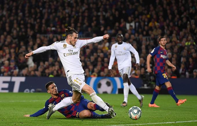 Bale sút tung lưới Barca nhưng không được công nhận