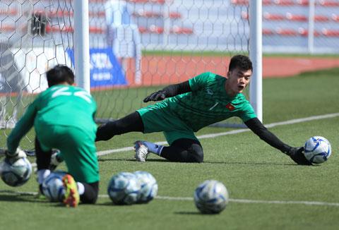 Tiến Dũng và Văn Toản chăm chỉ tập luyện hướng đến VCK U23 châu Á Ảnh: Đức Cường
