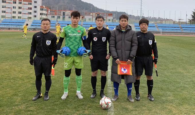 Bùi Tiến Dũng là đội trưởng của U23 Việt Nam ở trận đấu tập tại Hàn Quốc - Ảnh: VFF
