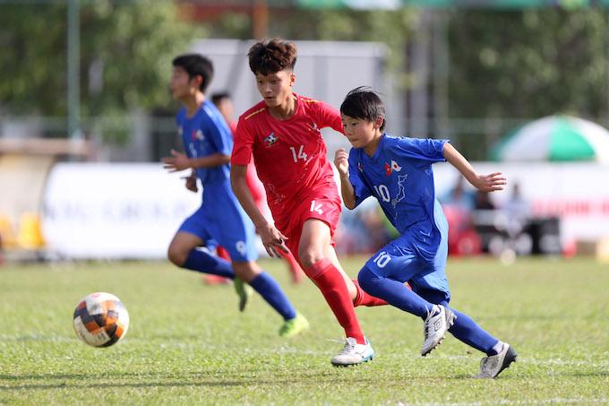 Trận giao hữu giữa U13 Việt Nam (áo đỏ) và U13 Nhật Bản (áo xanh) - Ảnh: Quốc An