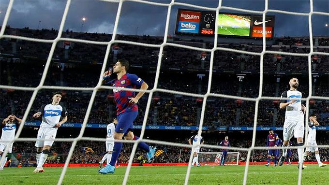 Suarez ấn định chiến thắng đậm cho Barca