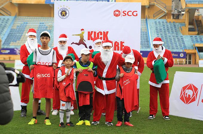 Đây là hoạt động nằm trong chương trình Đá bóng và Chia sẻ cùng SCG – Thắp sáng ước mơ tài năng bóng đá trẻ nhằm mang lại sân chơi bổ ích cho các em nhỏ ở Hà Nội và các tỉnh lân cận như Vĩnh Phúc, Hải Dương